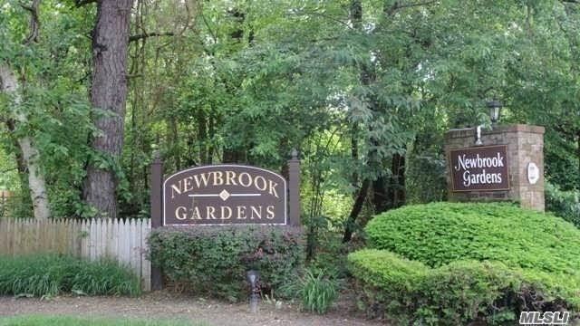 Property for sale at 90 Pinebrook Pl, Bay Shore,  New York 11706