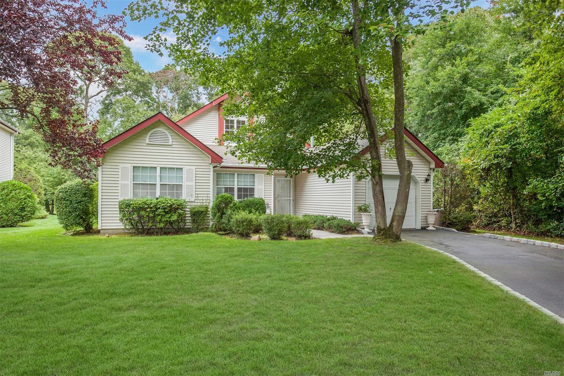 Property for sale at 1 Turnberry Ct, Middle Island,  NY 11953