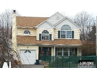Photo of home for sale at 121 West Ave, Hicksville NY
