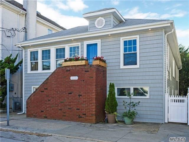Photo of home for sale at 139 Hewlett, Point Lookout NY