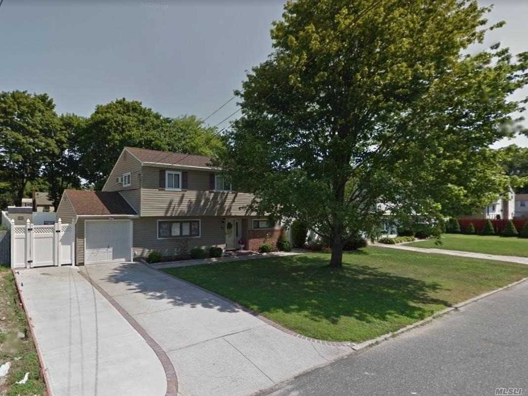 Photo of home for sale at 43 Douglass St, Brentwood NY