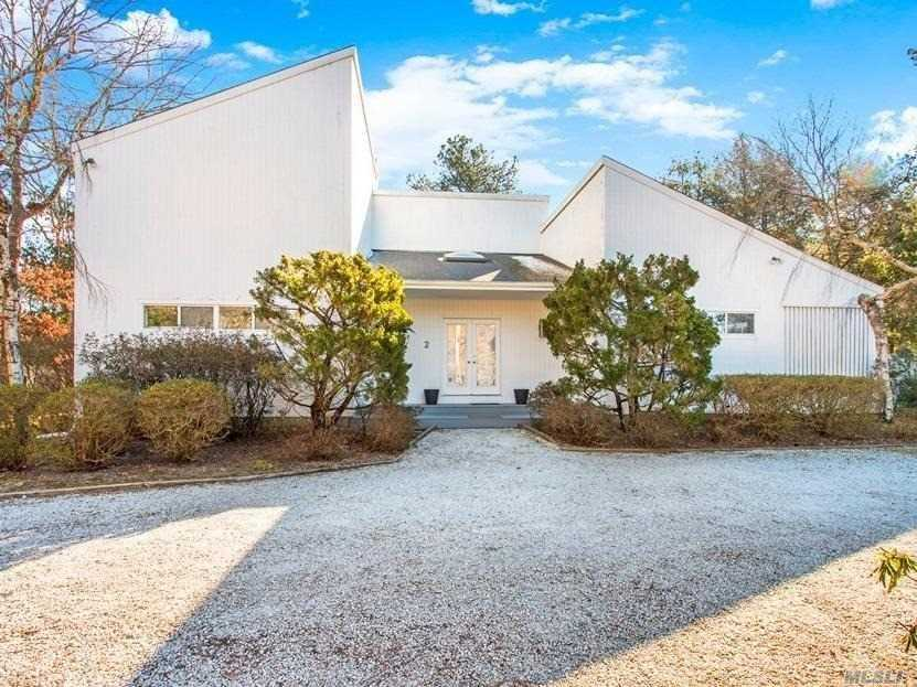 Photo of home for sale at 2 Lacebark Ln, East Quogue NY