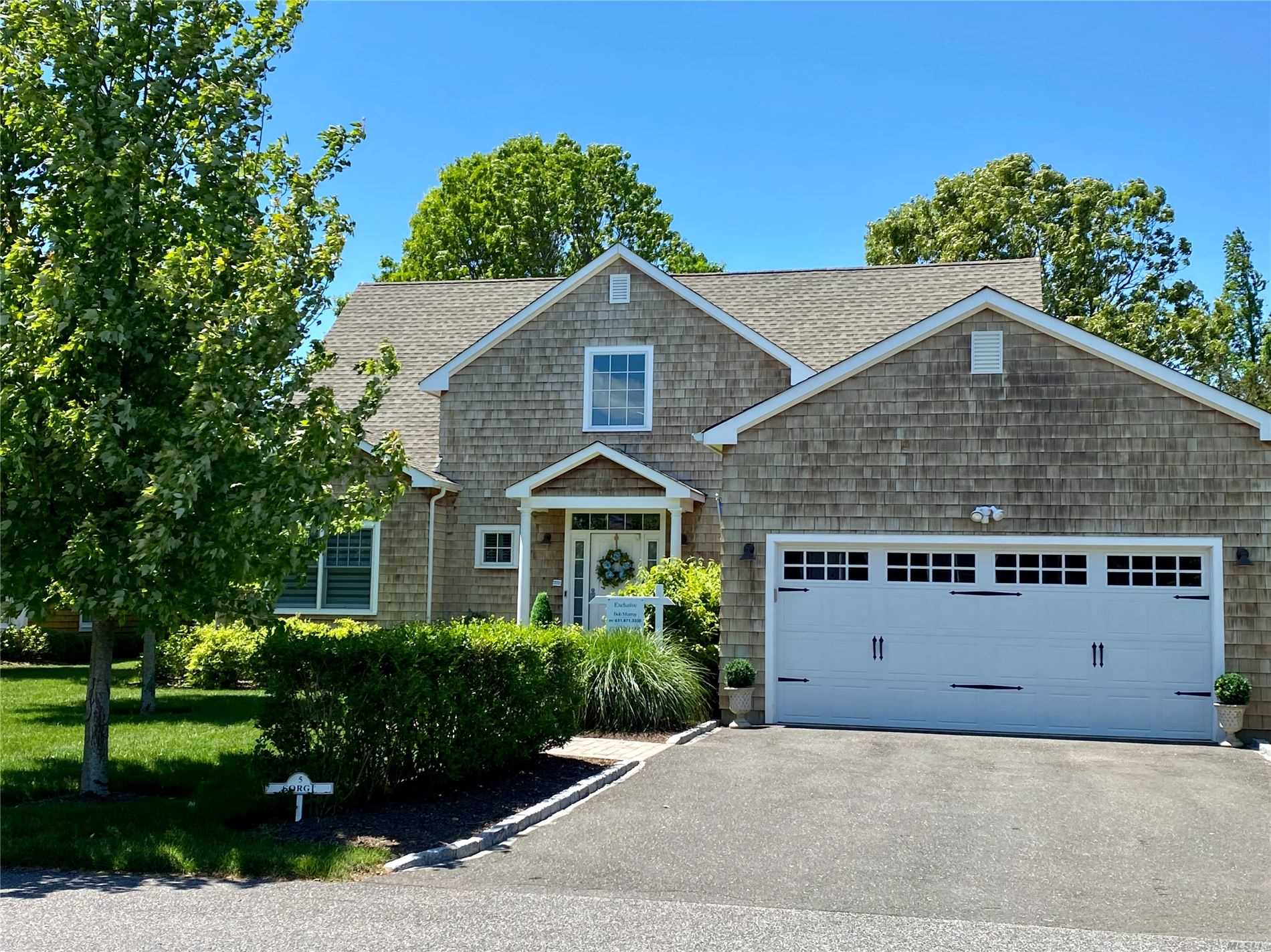 Photo of home for sale at 5 Jessups Landing Ct, Quogue NY