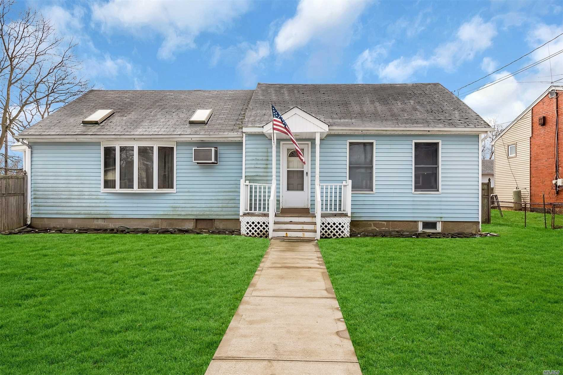Photo of home for sale at 32 Freeport St, East Islip NY