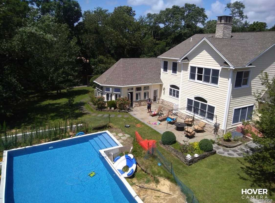Photo of home for sale at 1005 Mill Rd, Peconic NY