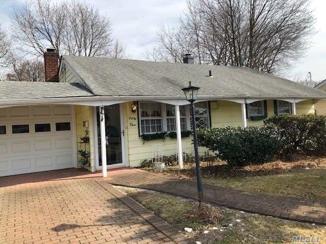 Photo of home for sale at 51 Millpage Dr W, Bethpage NY