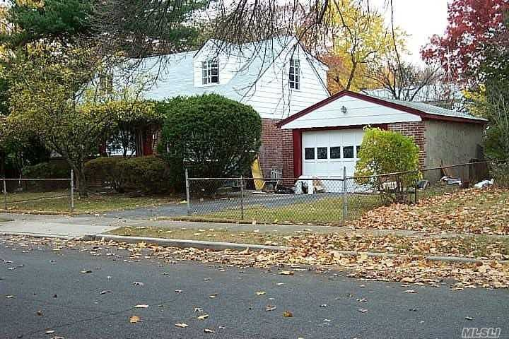 Photo of home for sale at 638 Valmont Pl, Elmont NY