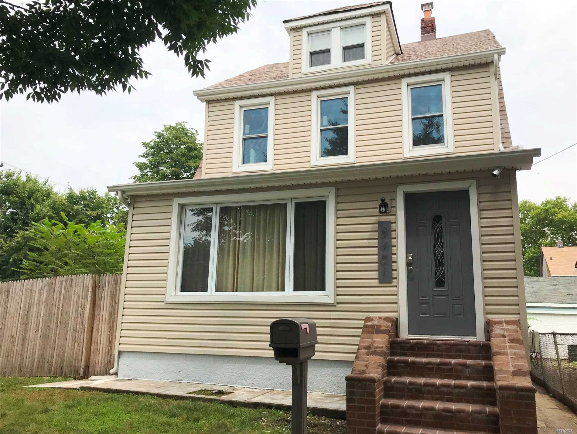 Photo of home for sale at 89-01 Gettysburg St, Bellerose NY