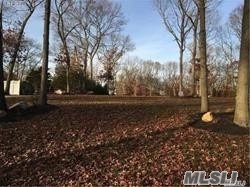 Photo of home for sale at Mobrey Ln, Smithtown NY