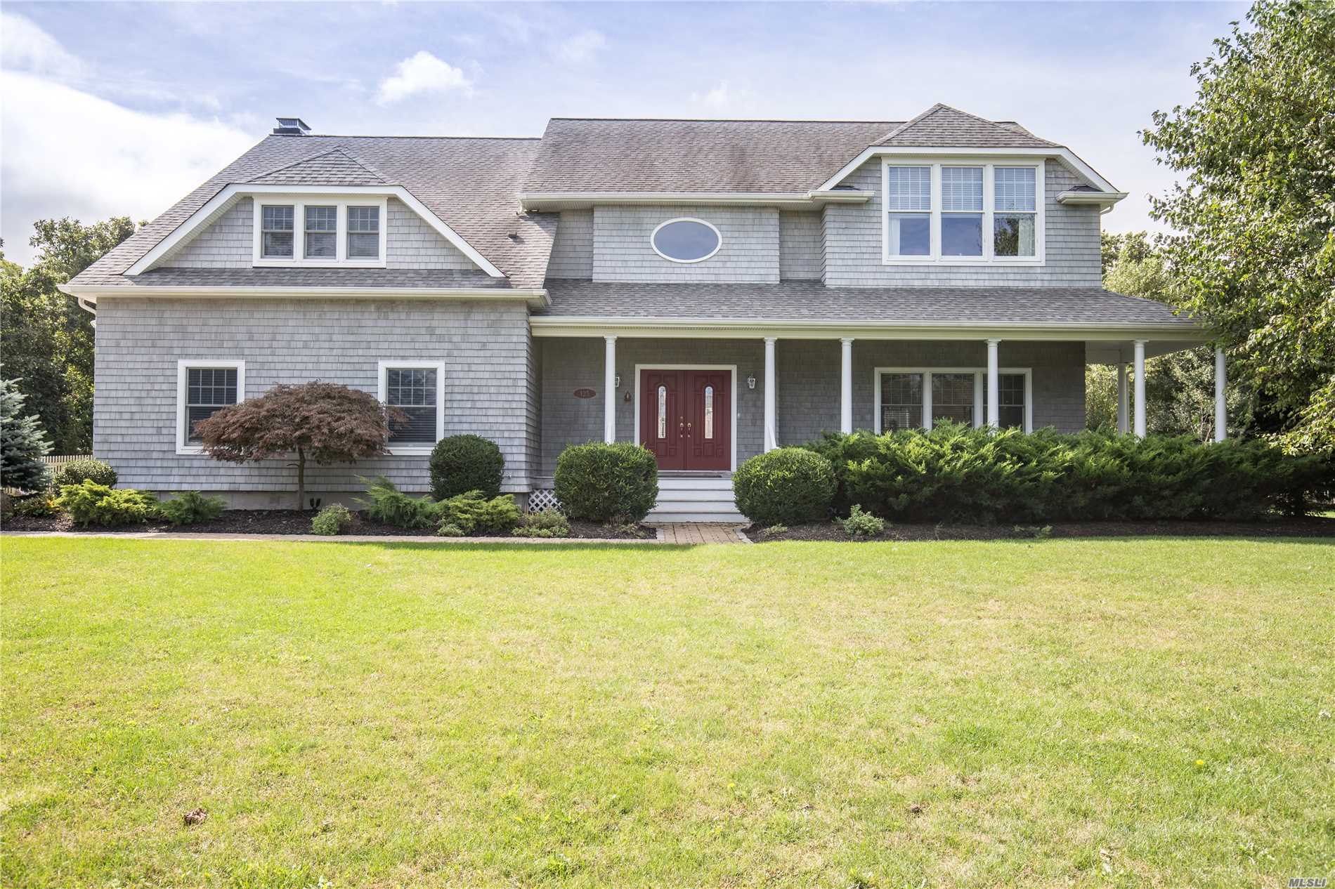 Photo of home for sale at 125 Caiola Ct, Greenport NY