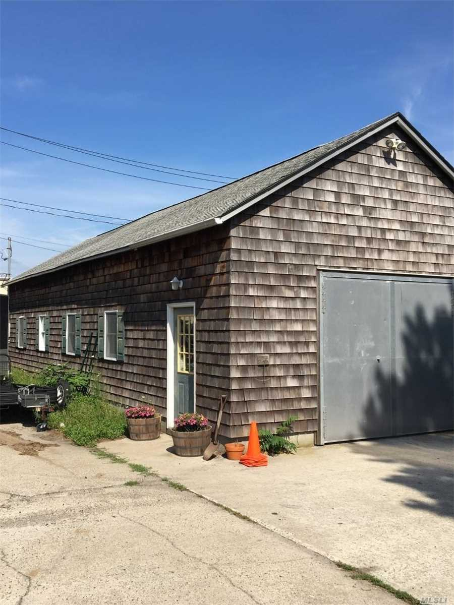 Photo of home for sale at 37 Bransford St, Patchogue NY
