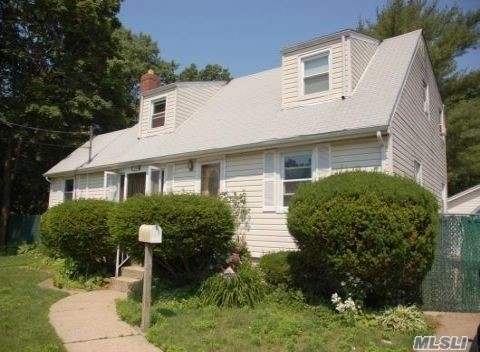 Photo of home for sale at 1044 Harding St, Uniondale NY