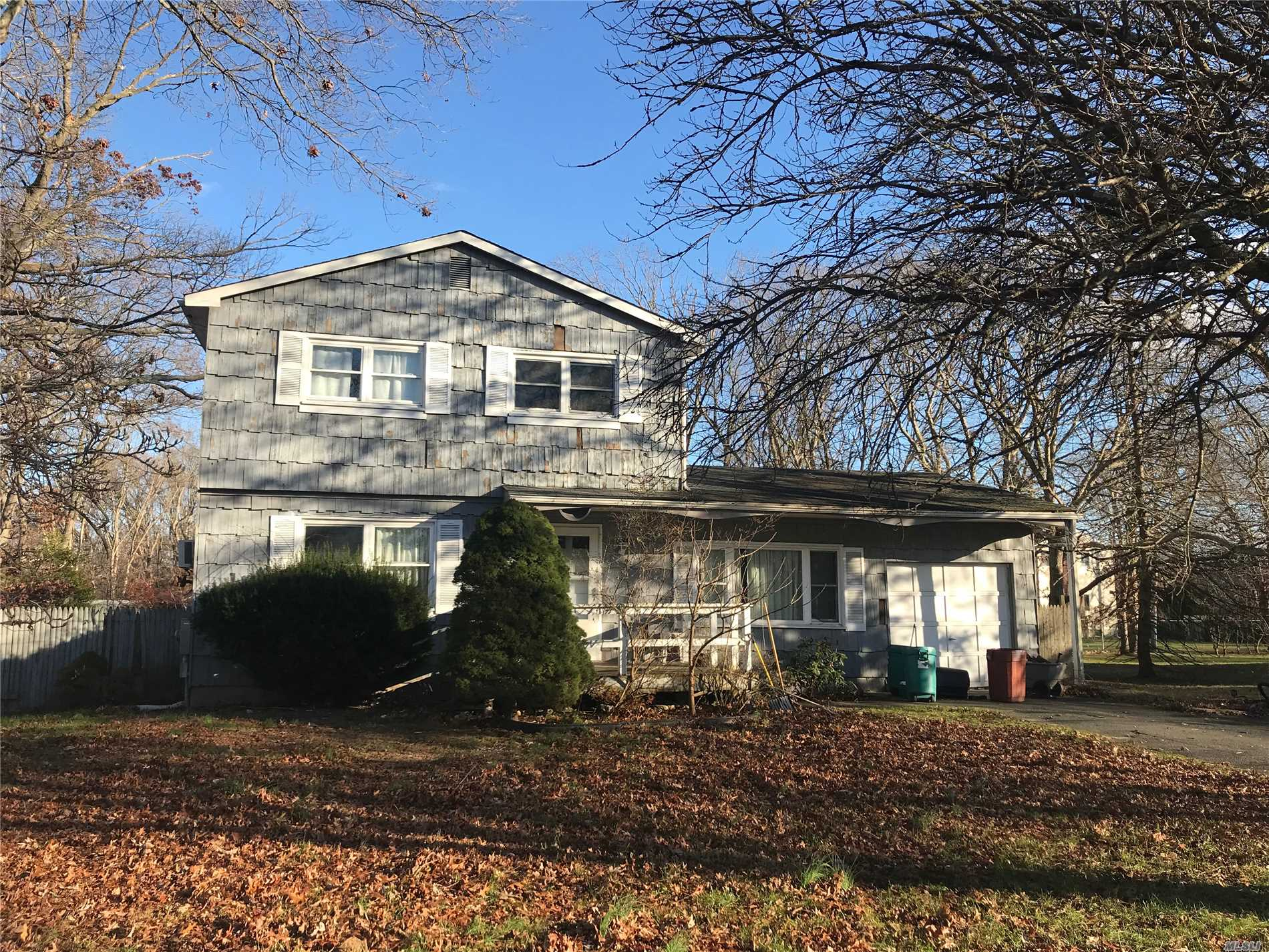 Photo of home for sale at 49 Tremont Ave, Patchogue NY