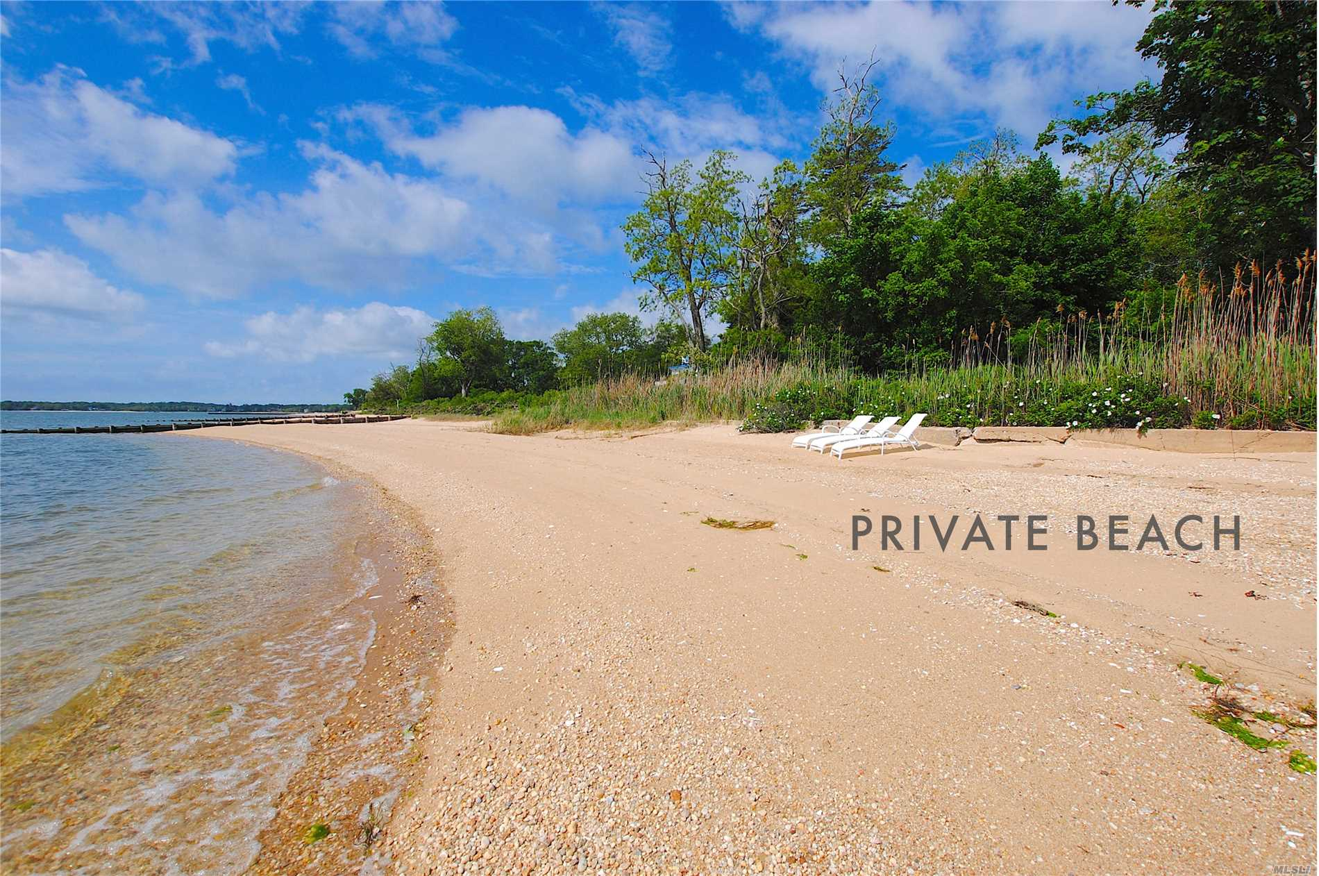 Photo of home for sale at 870 Bay Home Rd, Southold NY
