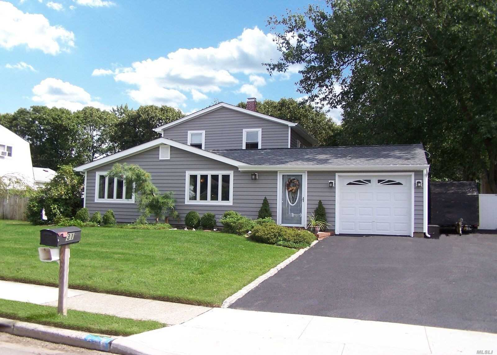 Photo of home for sale at 31 Imperial Dr, Selden NY