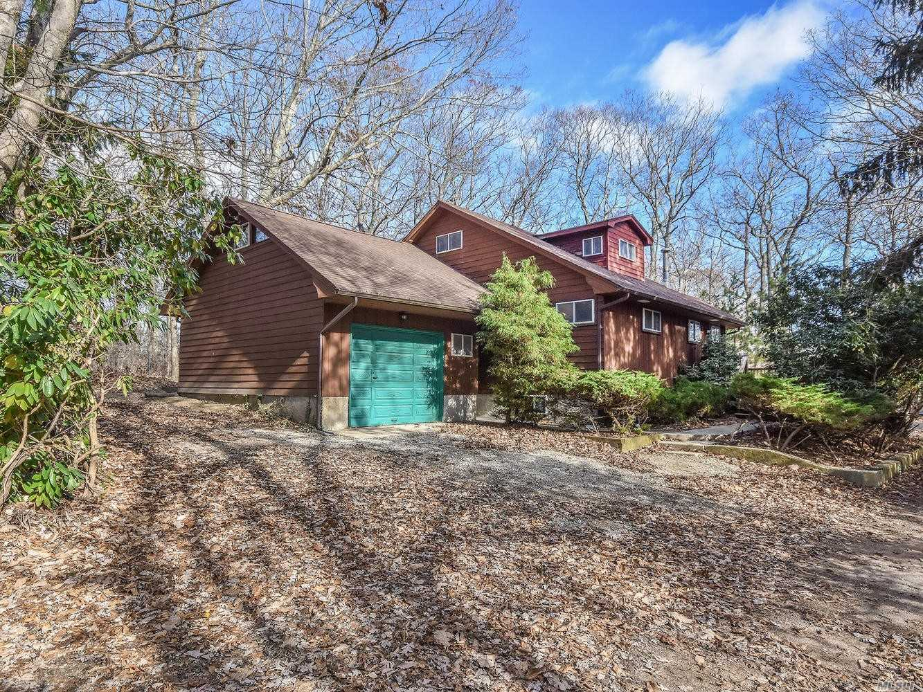 Photo of home for sale at 340 North Dr, Mattituck NY