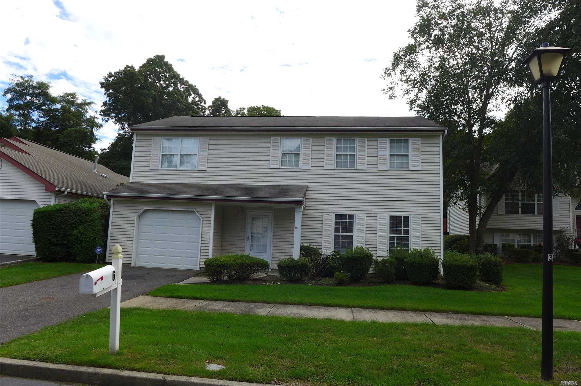 Property for sale at 6 Turnberry Ct, Middle Island,  NY 11953