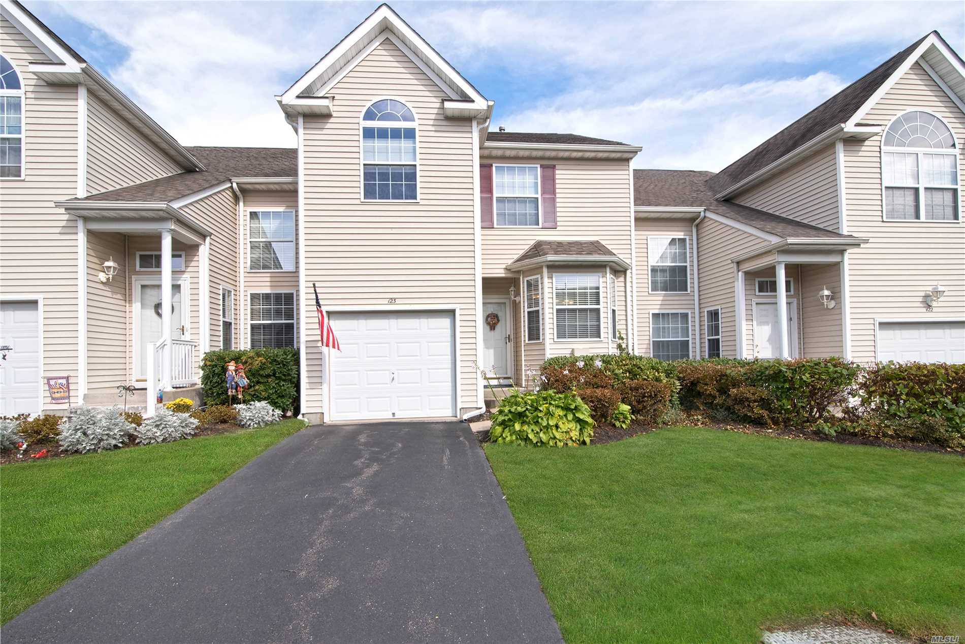 Property for sale at 123 Kettles Ln, Medford,  NY 11763