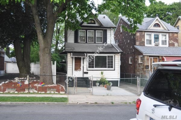 Photo of home for sale at 114-35 196th St, St. Albans NY