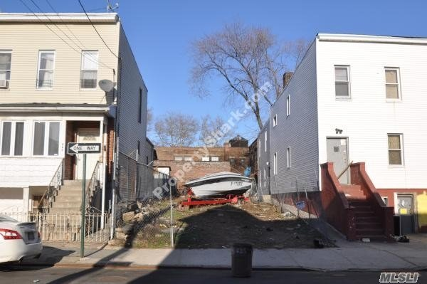 Photo of home for sale at 207 Essex St, Brooklyn NY