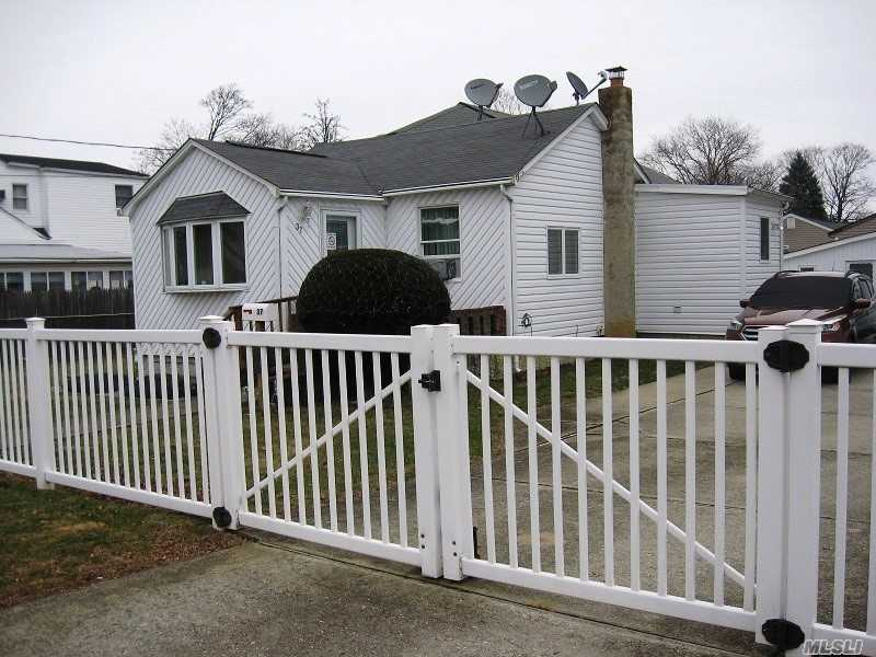 Photo of home for sale at 37 Vermont Ave, West Babylon NY