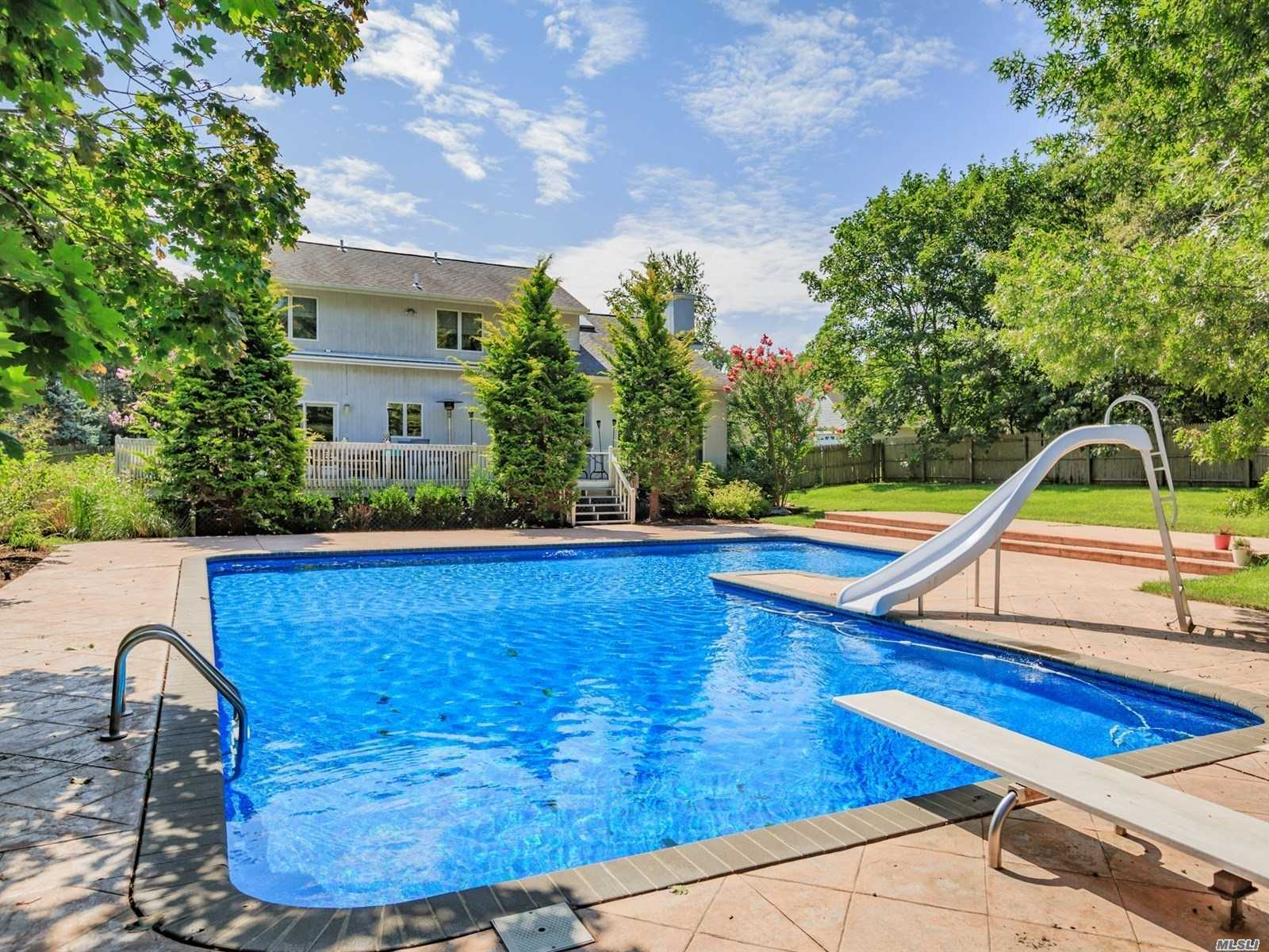Photo of home for sale at 30 Hilton Ct, Aquebogue NY