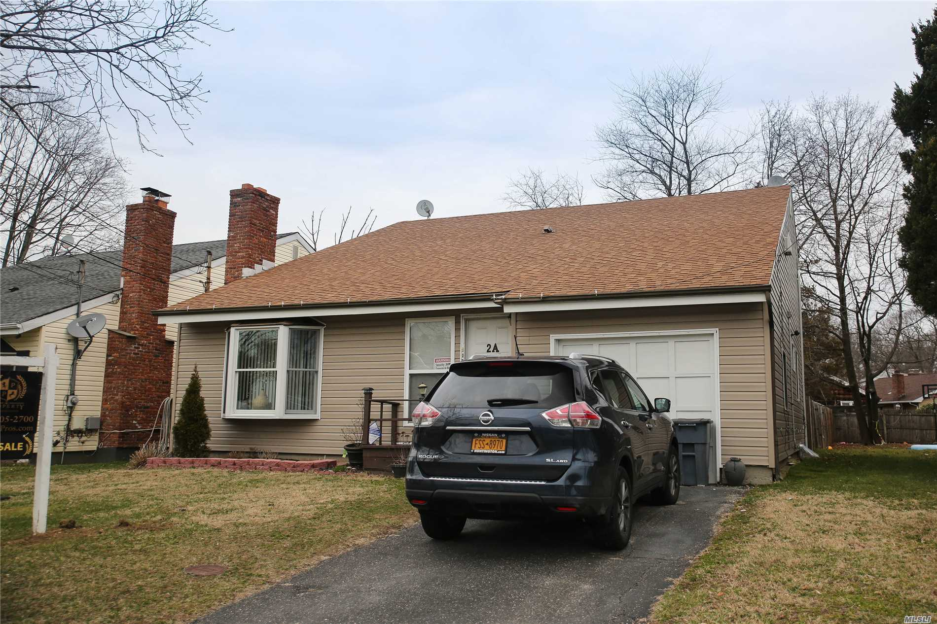 Photo of home for sale at 2 Flanders Ave, Melville NY
