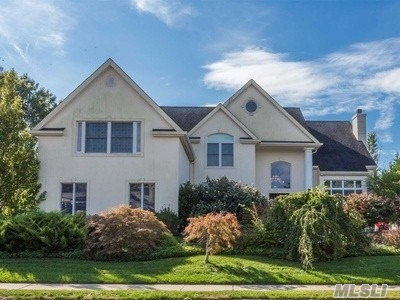 Photo of home for sale at 118 Fig Dr, Dix Hills NY