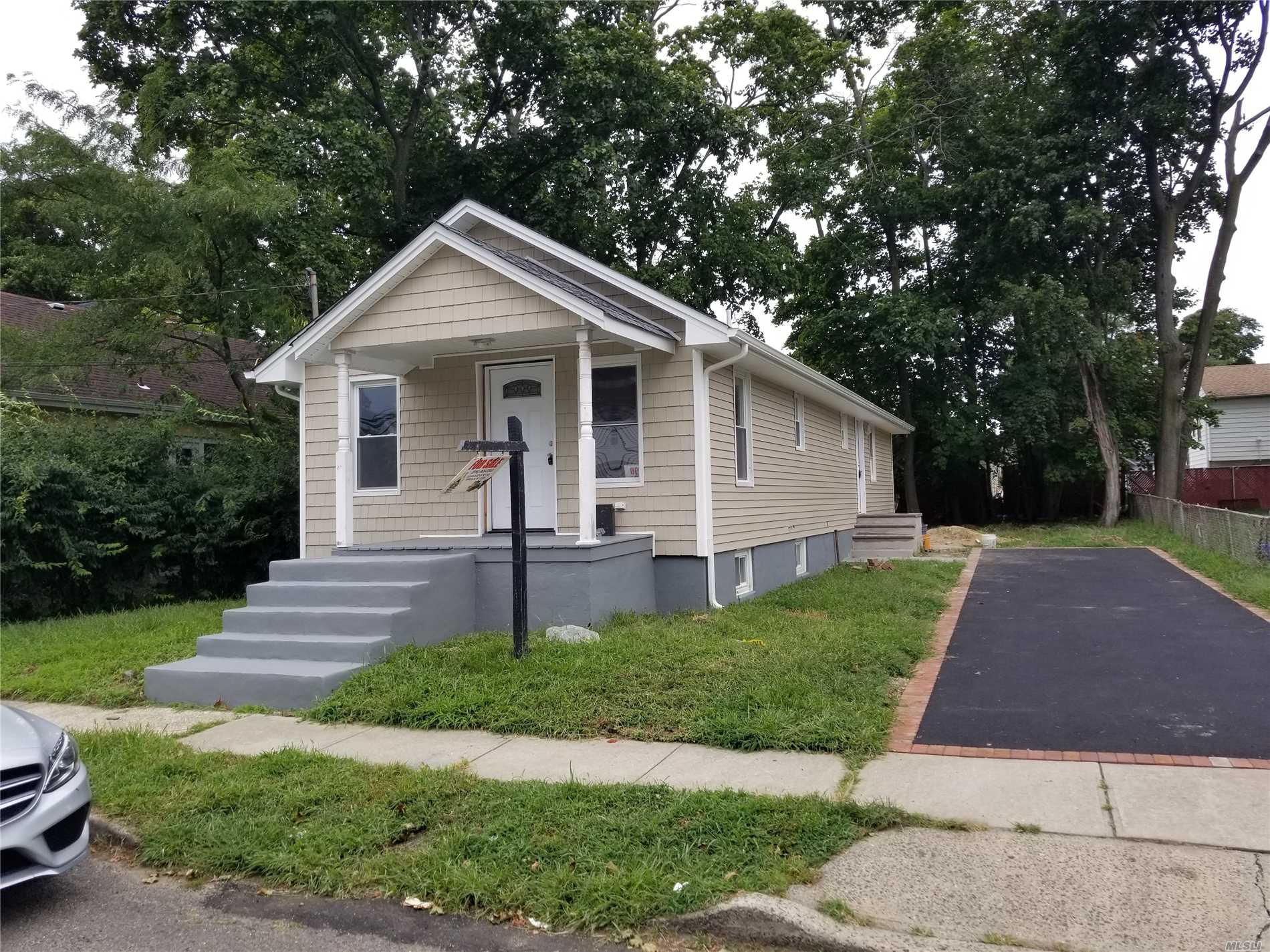 Photo of home for sale at 21 Jefferson Ave, Roosevelt NY