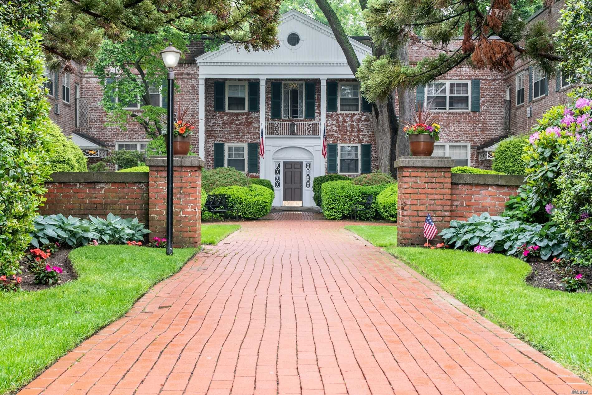 Property for sale at 43 N Forest Ave, Rockville Centre,  NY 11570