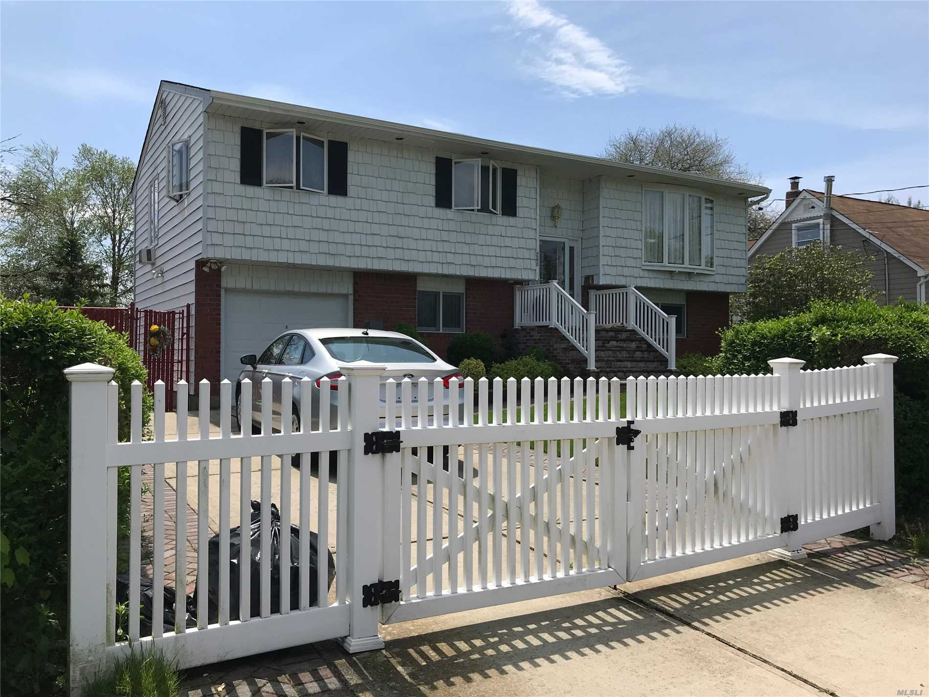 Photo of home for sale at 280 Parkside Ct, Copiague NY
