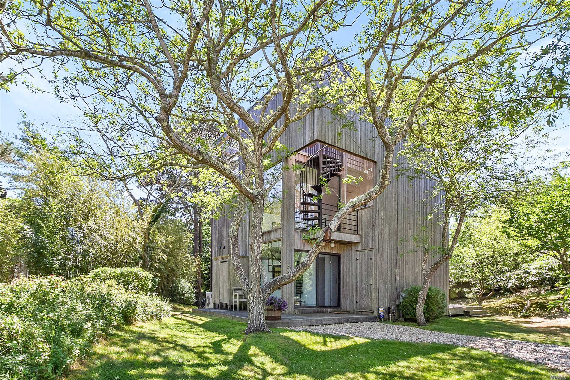 Photo of home for sale at 24 Wyandanch Ln, Amagansett NY