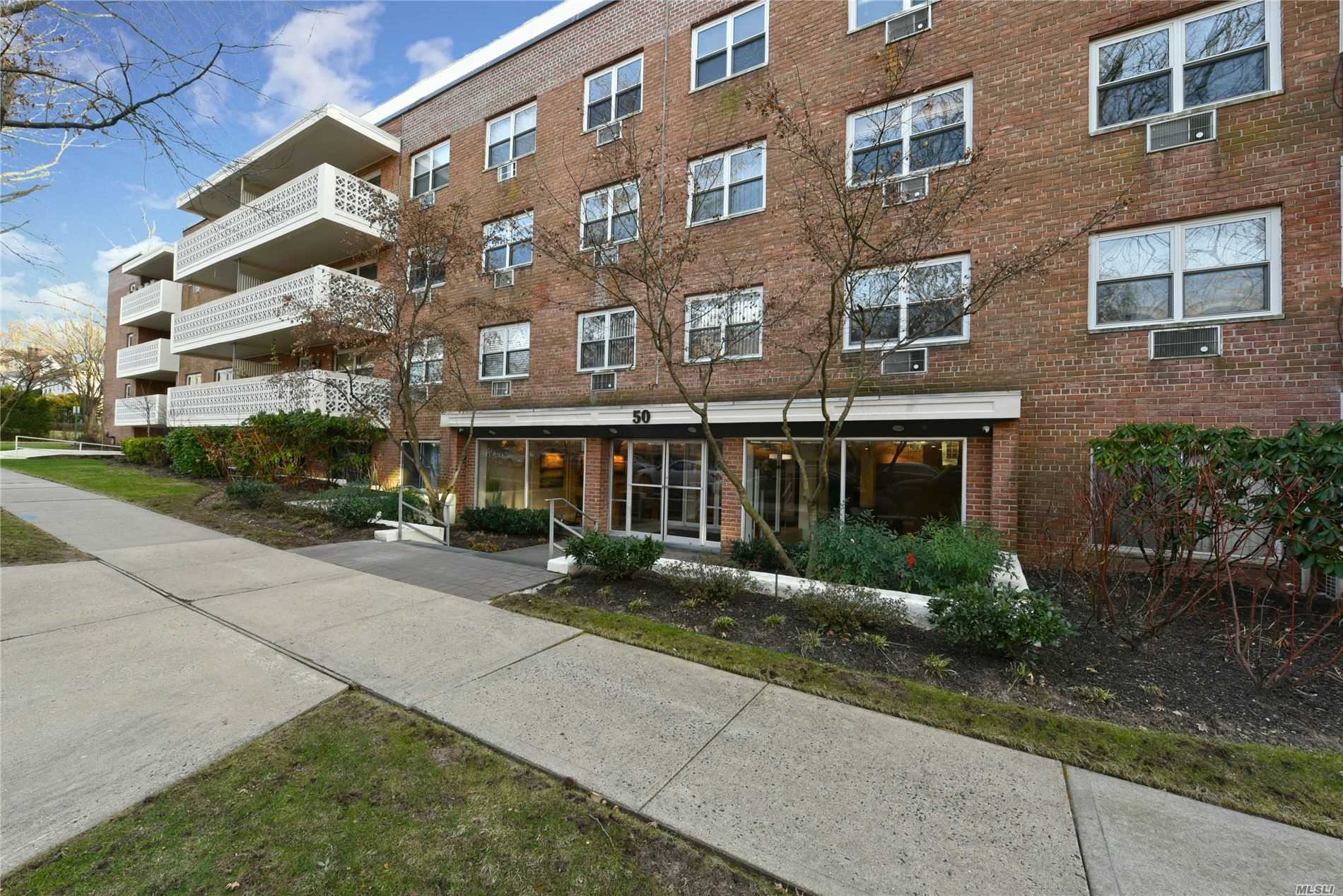 Property for sale at 50 Hillpark Ave Unit 3D, Great Neck,  New York 11021