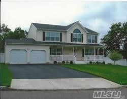 Photo of home for sale at 257 Magnolia Dr, Selden NY