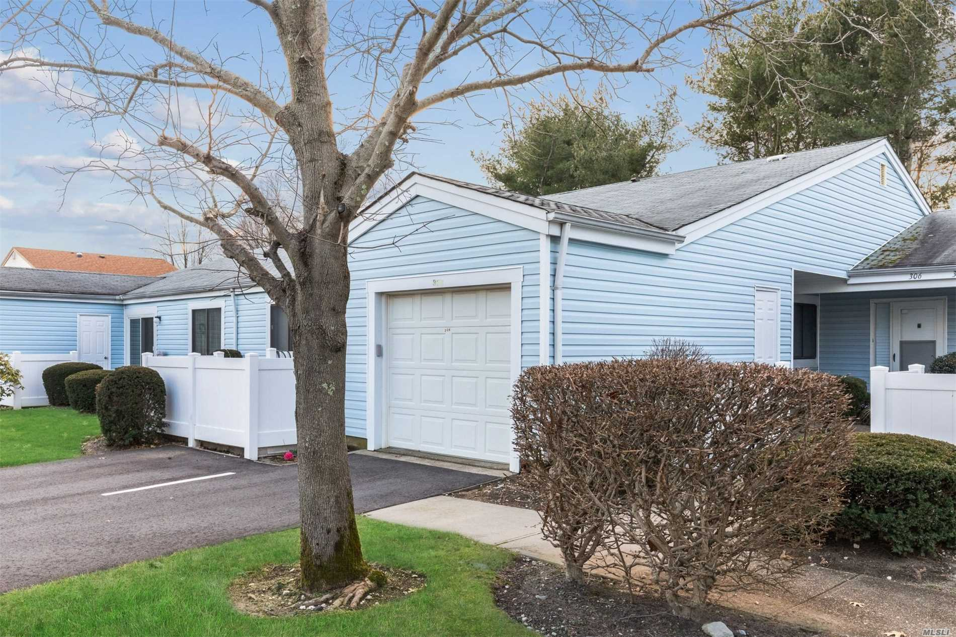 Property for sale at 305 Bentley Ct, St. James,  NY 11780