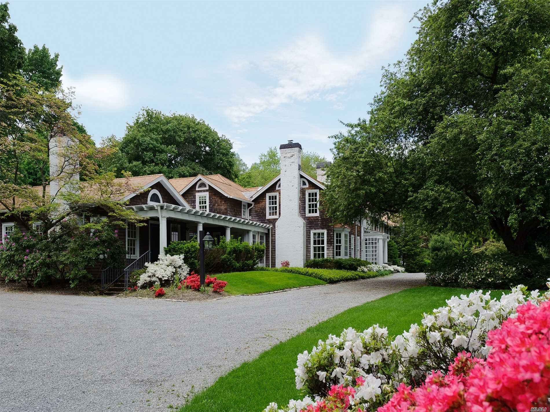 Photo of home for sale at 14 Horse Hollow Rd, Locust Valley NY