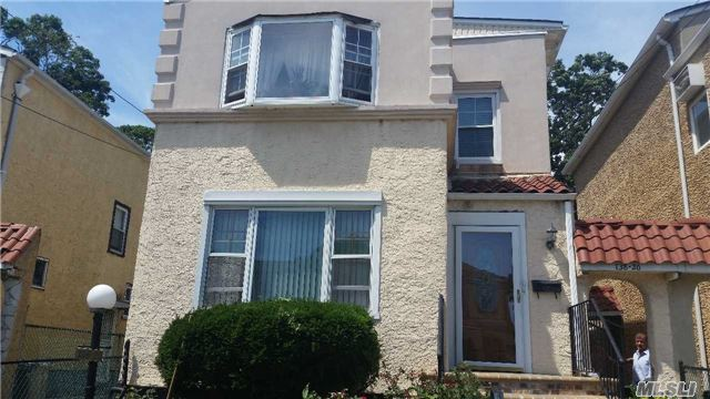 Photo of home for sale at 138-20 231st St, Laurelton NY