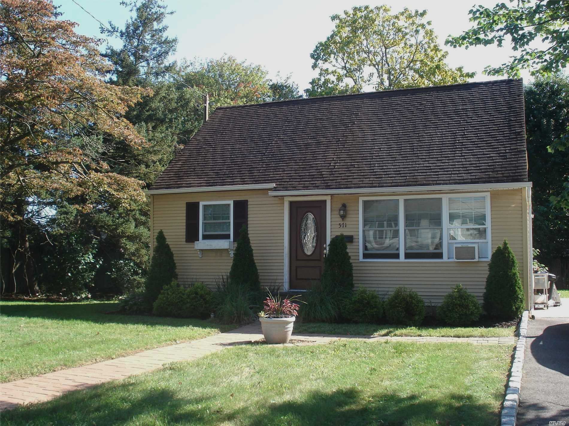 Photo of home for sale at 571 Empire Ave, West Babylon NY