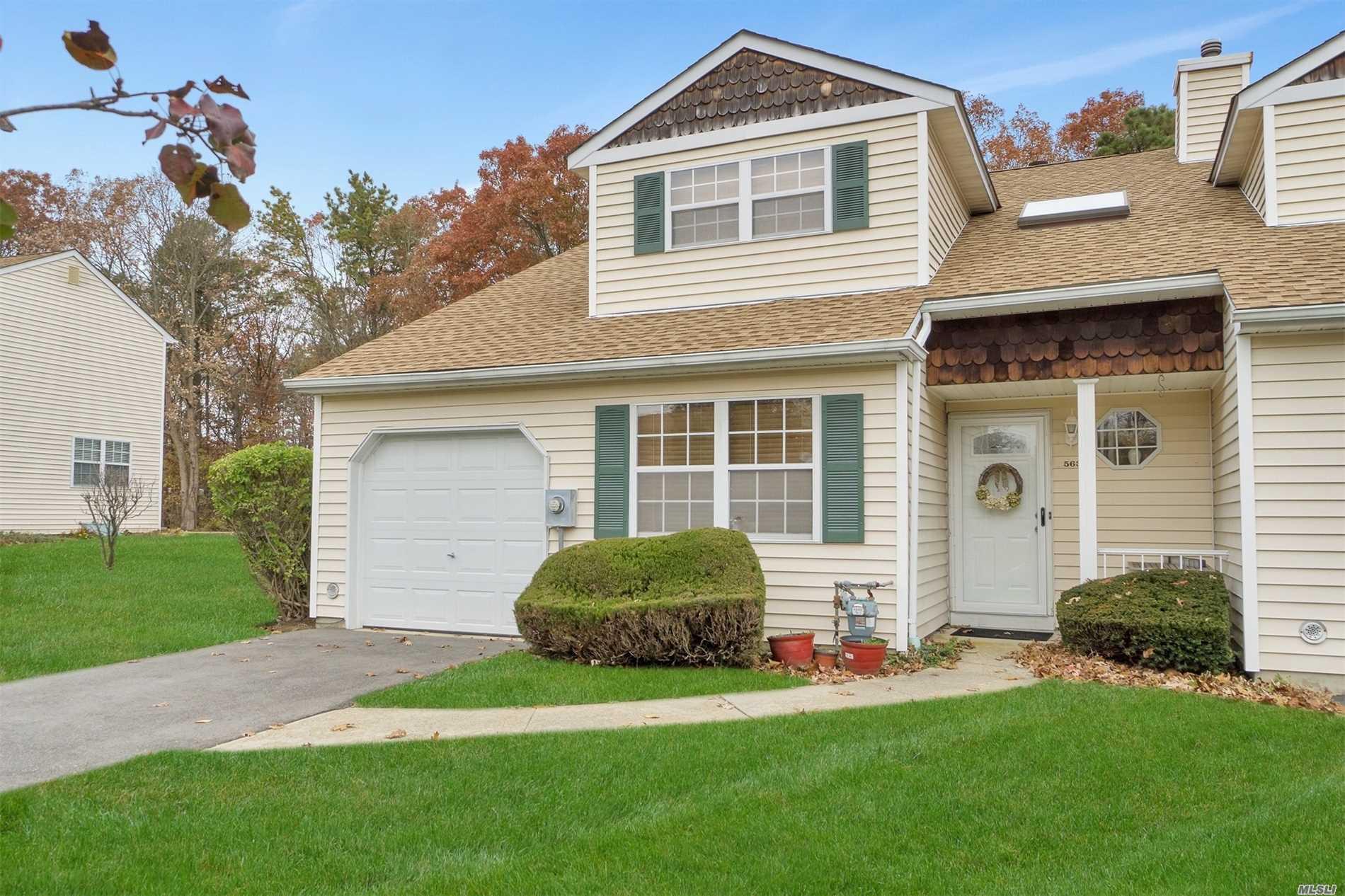 Property for sale at 563 Race Pl, Oakdale,  NY 11769