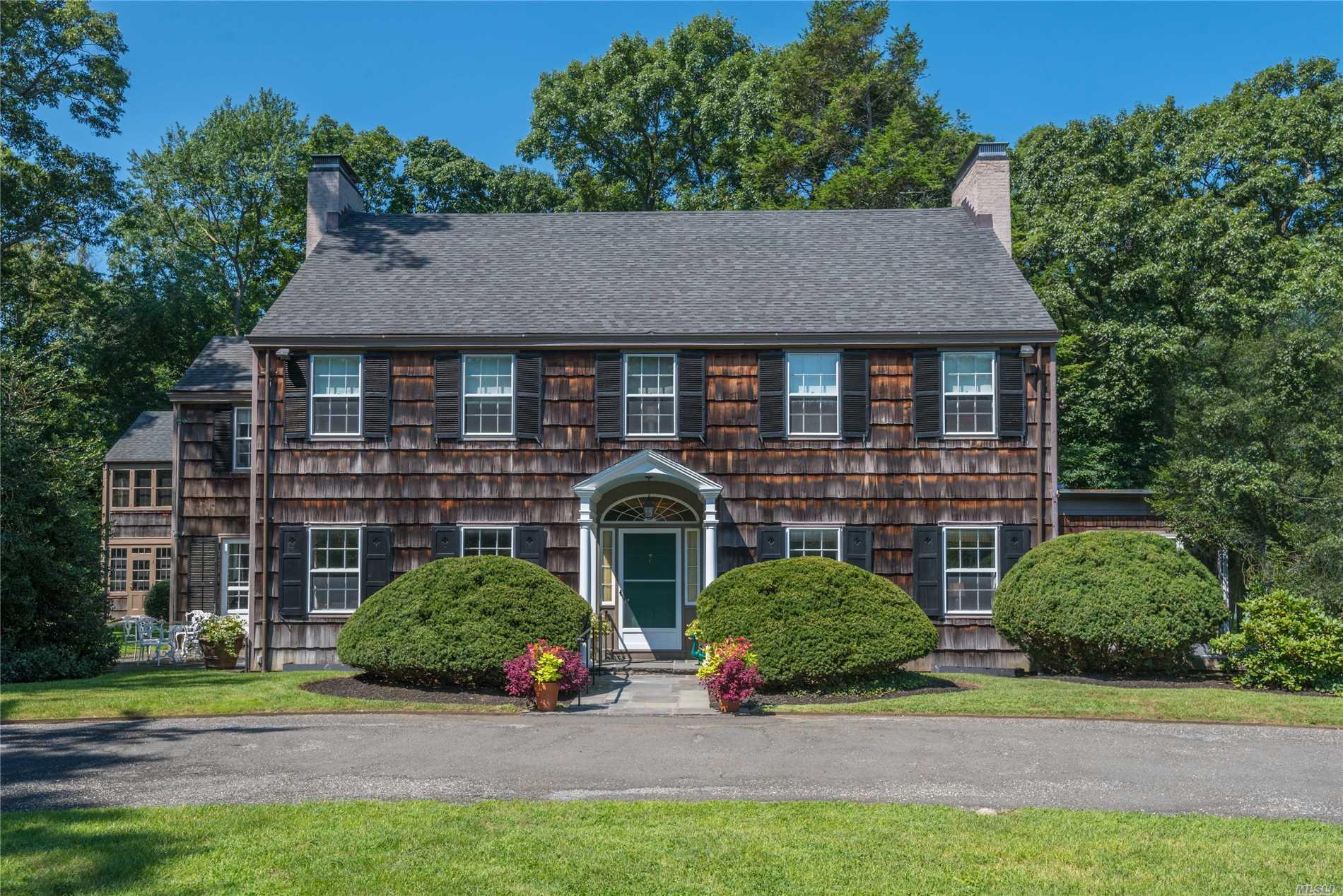 Photo of home for sale at 9 Pomeroy Ln, Lattingtown NY