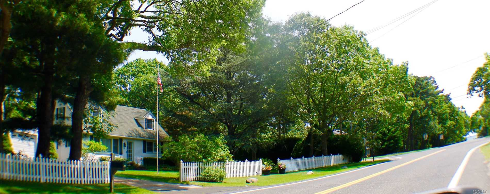 Photo of home for sale at 169 Bay Ave, Hampton Bays NY