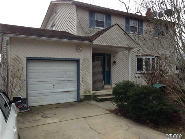 Photo of home for sale at 262 Dogwood Rd, Mastic Beach NY