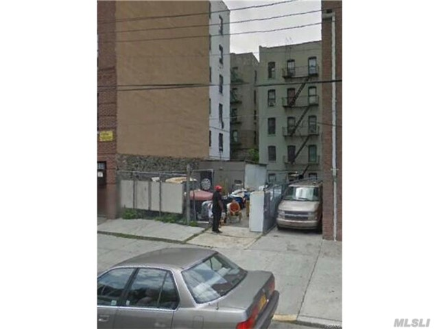 Photo of home for sale at 2259 Bassford, Bronx NY