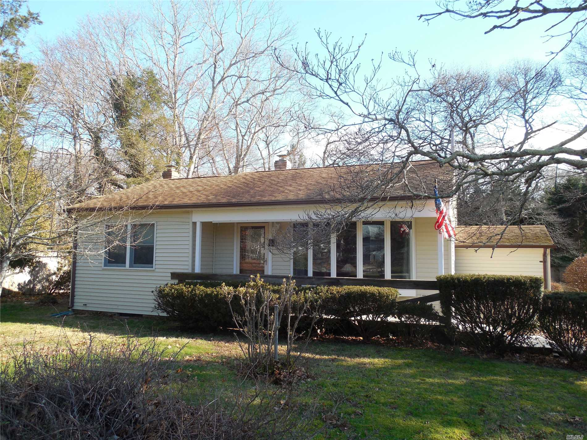 Photo of home for sale at 15 Norbury Rd, Hampton Bays NY