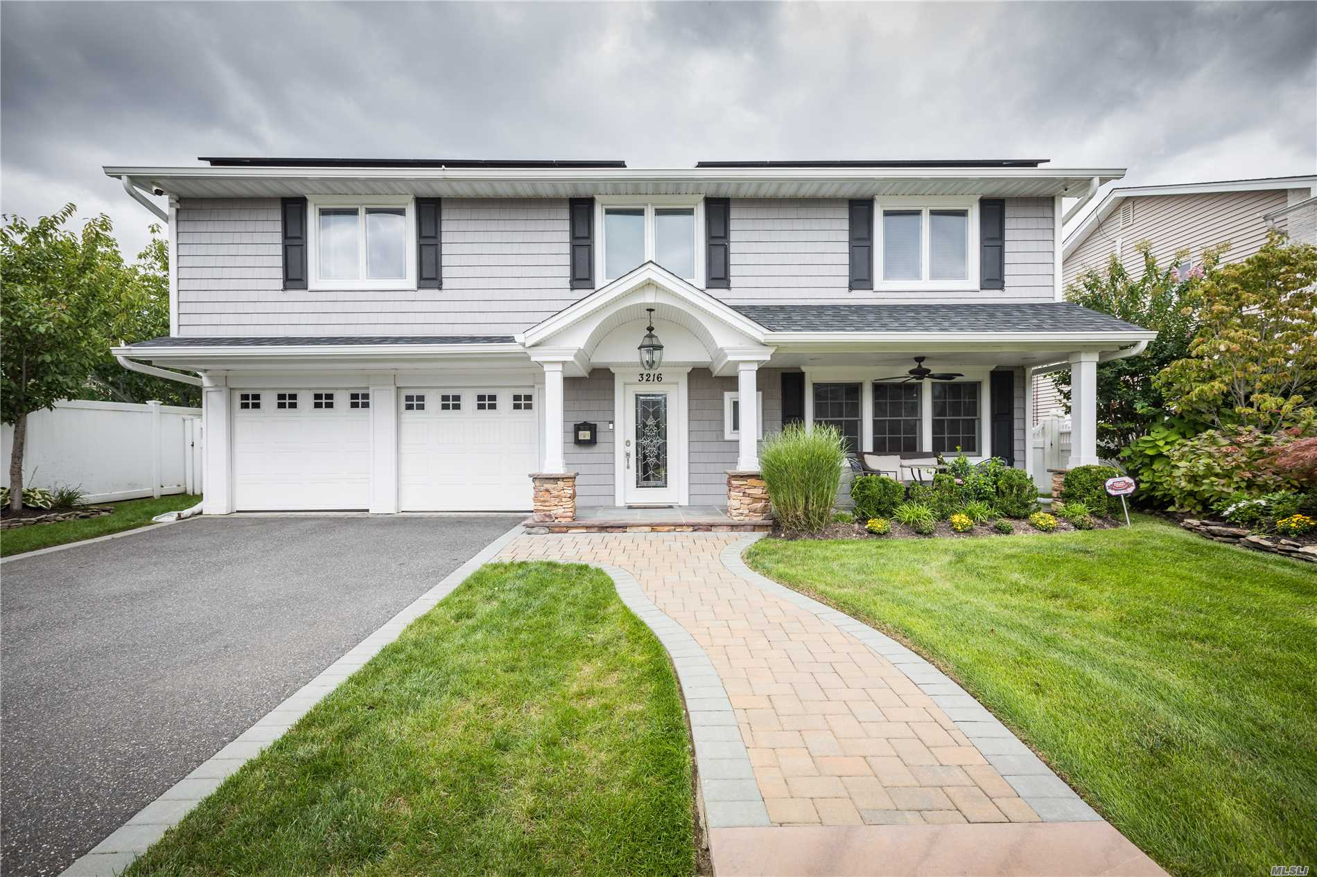 Photo of home for sale at 3216 Judith Dr, Bellmore NY
