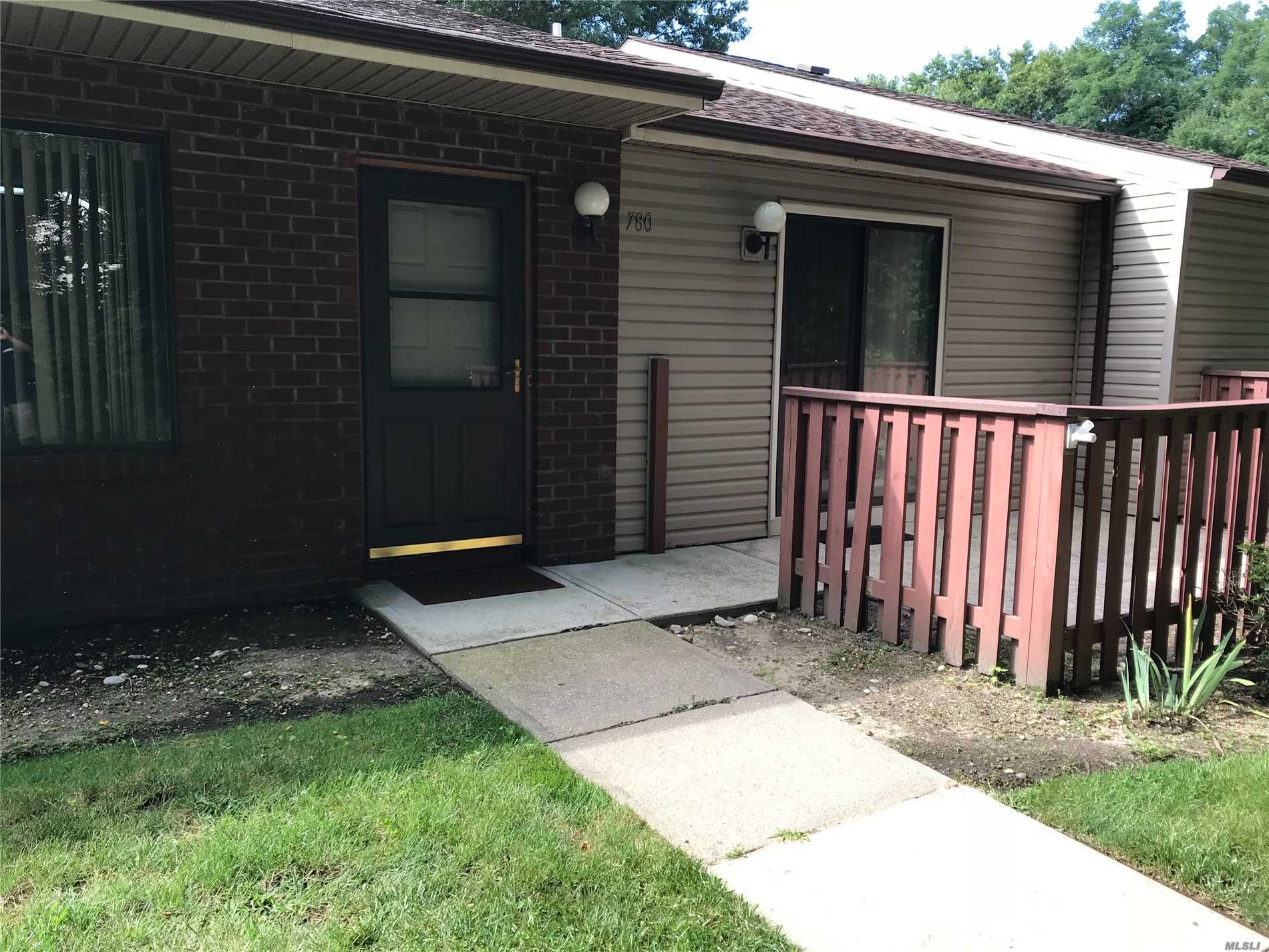 Property for sale at 780 Hilltop Ct, Coram,  NY 11727