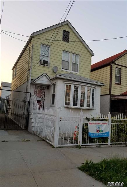 Photo of home for sale at 2217 Homer Avenue, Bronx NY