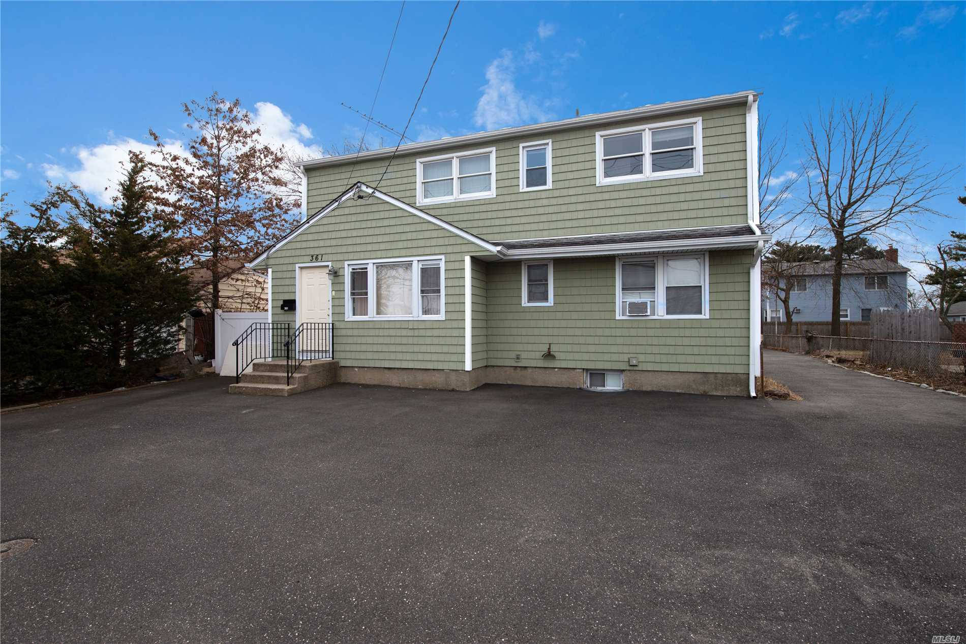 Photo of home for sale at 361 Old Country Rd, Hicksville NY