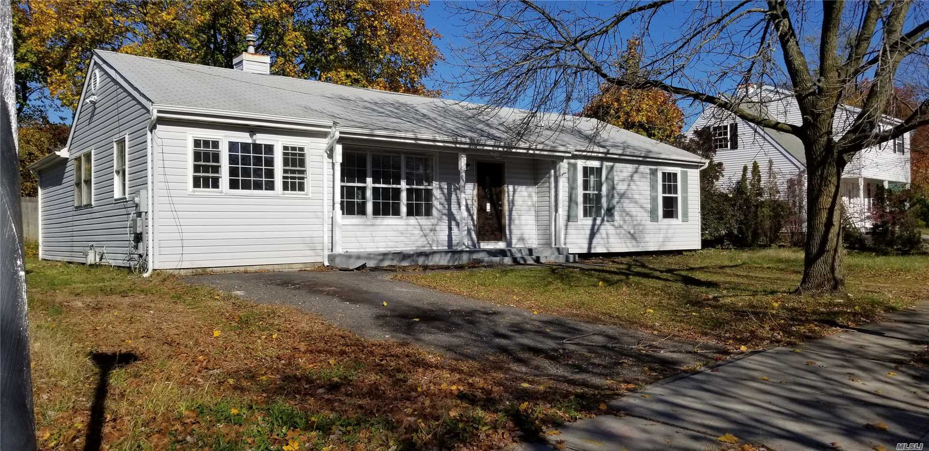 Photo of home for sale at 45 Smith St, Central Islip NY