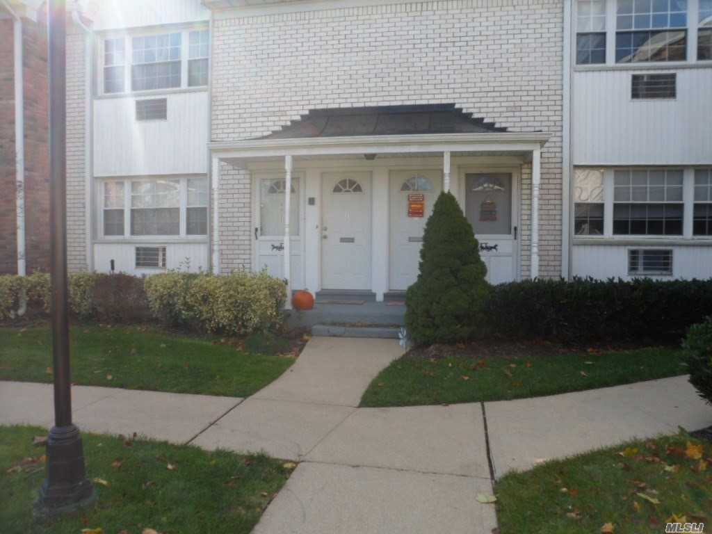 Property for sale at 3209 Wilshire Ln, Oakdale,  NY 11769